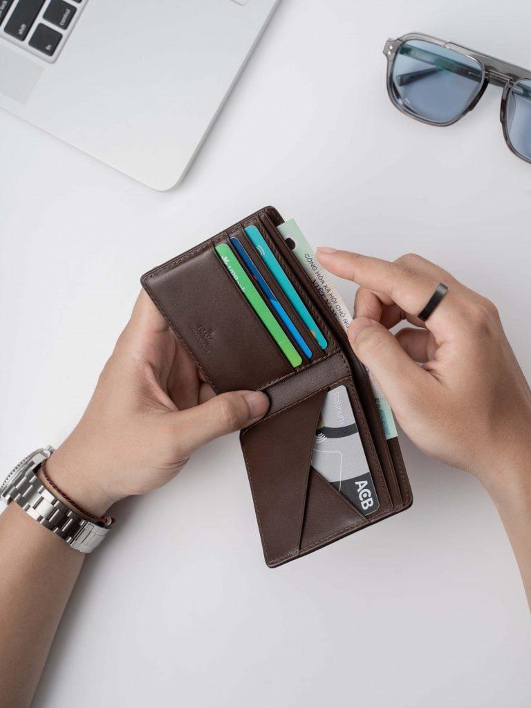 Vi-da-ngan-dang-ngang-stripe-bifold-wallet