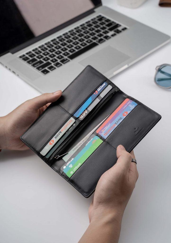 Mau-vi-dai-stripe-long-wallet